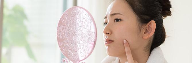 「化粧品が原因で肌荒れが起きた時の対処法と原因、治し方とは」サムネイル画像