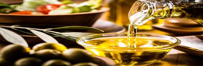 「オリーブオイルを飲む、食べると美容に良いって本当?」サムネイル画像